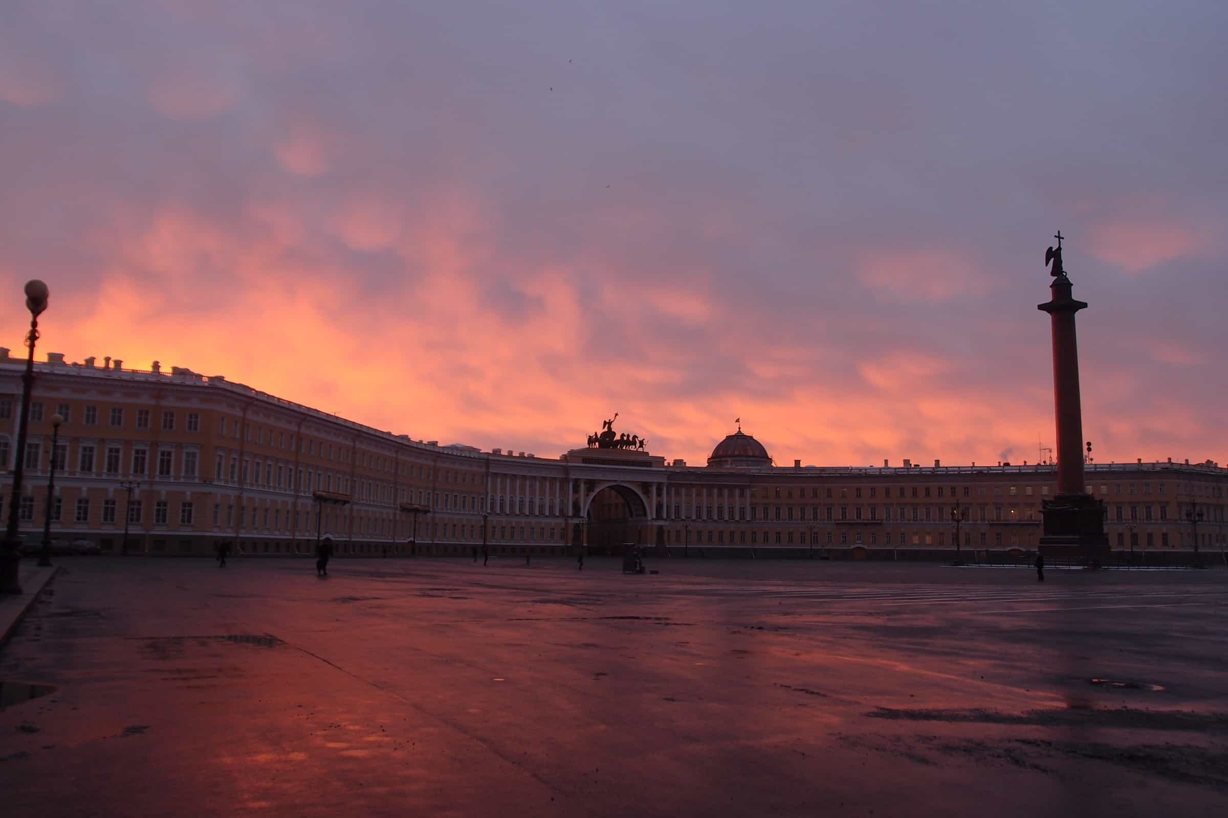 The General Staff Building & Triumphal Arch at dusk