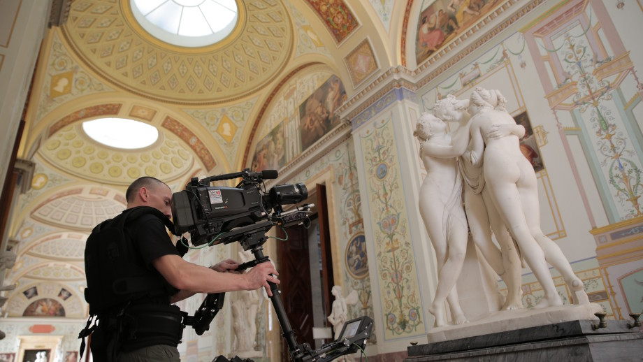 Filming Canova's The Three Graces